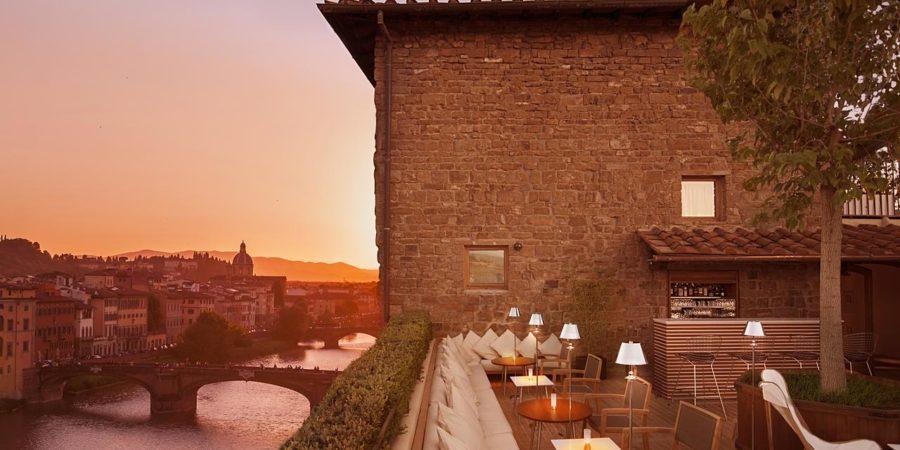 Bar do hotel Continentale, em Florença: lugar perfeito para brindar ao amor