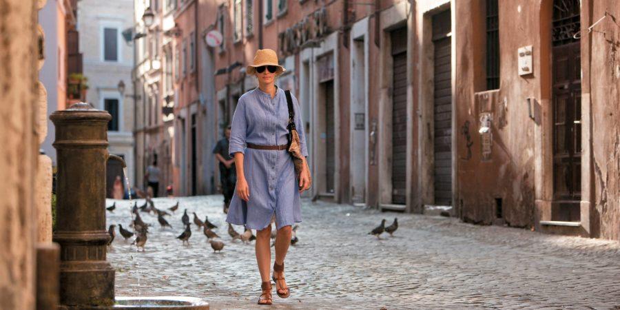 Cena do filem Comer, Rezar, Amar (2010), uma viagem para a Itália sem sair de casa.